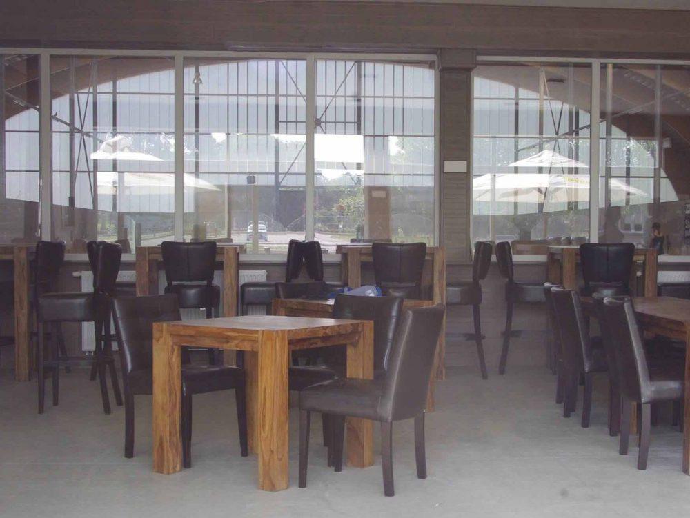 Constructions Louwet SA - Construction de manège à Anvers - Manegebouw in provincie Antwerpen - Construction métallique - Metaalbouw - Colonnes métallique avec charpentes en bois lamellé collé - Stalen kolommen met houten spanten