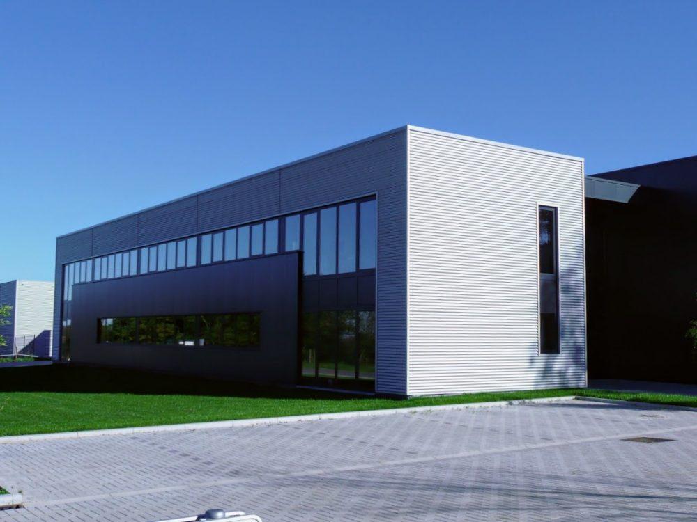 Constructions Louwet SA - Grâce-Hollogne - Construction de bâtiment industriel dans la province de Liège - Industriebouw - Bouwen van industriële gebouwen - Construction métallique - Metaalbouw - Colonnes métallique - Stalen kolommen