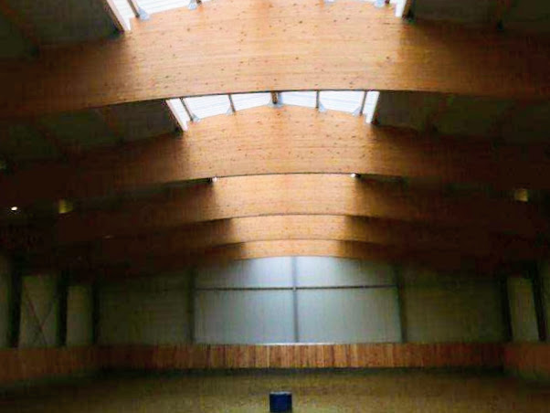 Constructions Louwet SA - Construction de manège dans la province de Limbourg - Manegebouw in provincie Limburg - Construction métallique - Metaalbouw - Colonnes métallique avec charpentes en bois lamellé collé - Stalen kolommen met houten spanten
