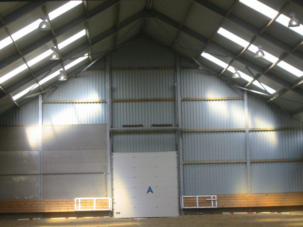 Constructions Louwet SA - Construction de manège dans la province du Hainaut - Manegebouw in provincie Henegouwen - Construction métallique - Metaalbouw - Colonnes métallique avec charpentes - Stalen kolommen