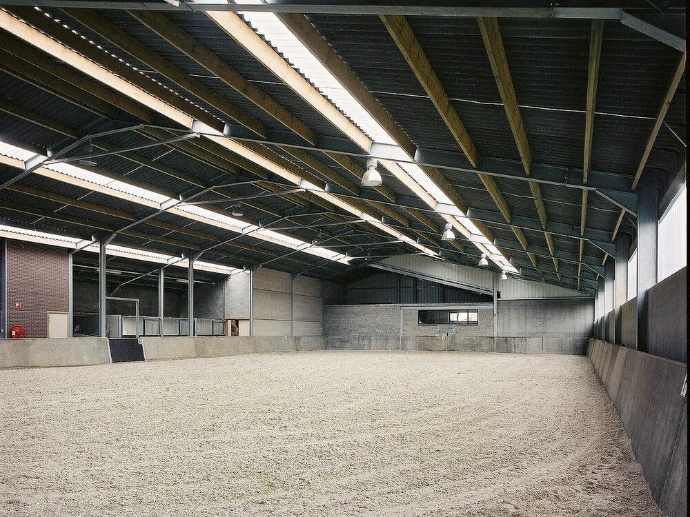 Constructions Louwet SA - Construction de manège dans la province d'Anvers - Manegebouw in provincie Antwerpen - Construction métallique - Metaalbouw - Colonnes métallique avec charpentes - Stalen kolommen