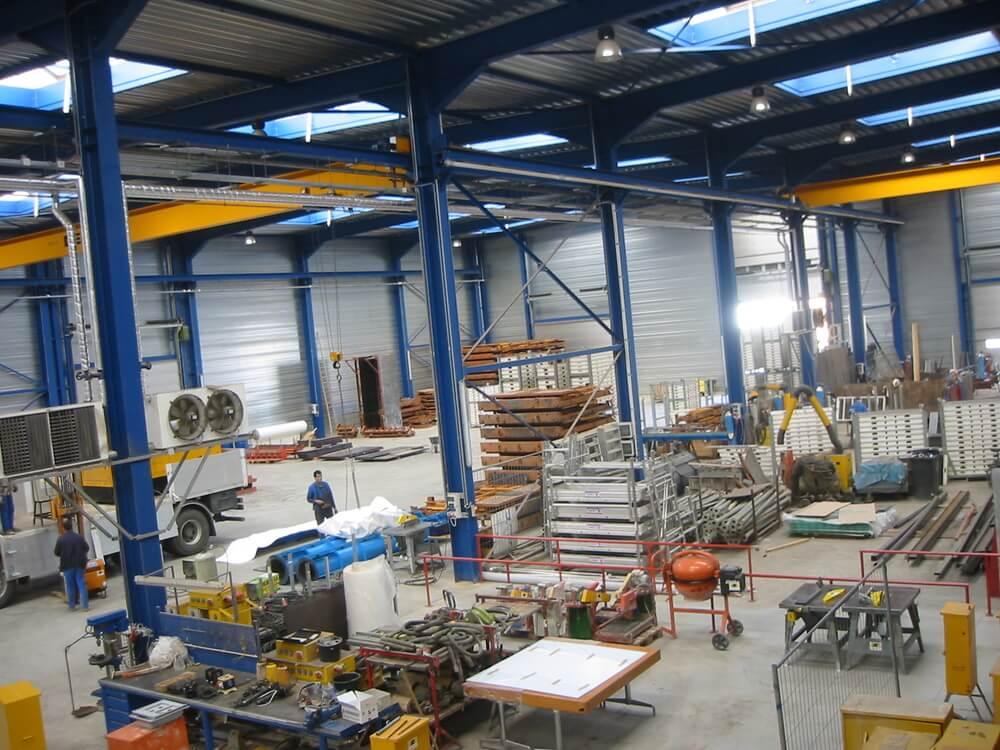 Constructions Louwet SA - Construction de bâtiment industriel dans la province de Luxembourg - Industriebouw - Bouwen van industriële gebouwen in de provincie Luxemburg - Construction métallique - Metaalbouw - Colonnes métallique - Stalen kolommen