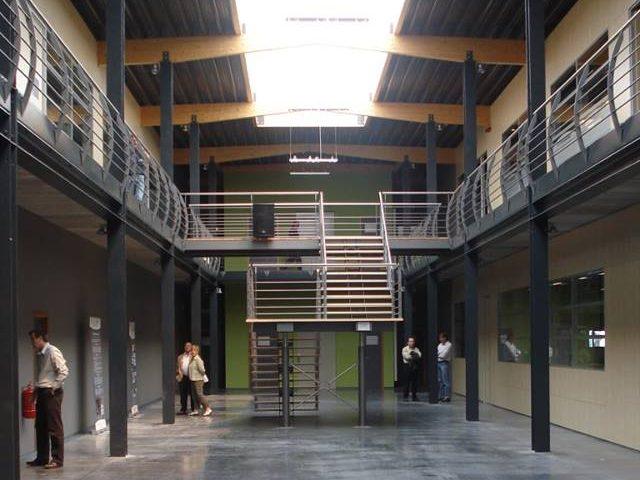 Constructions Louwet SA - Construction de bâtiment industriel dans la province de Luwembourg - Bureau - Kantoren - Industriebouw - Bouwen van industriële gebouwen - Construction métallique - Metaalbouw - Colonnes métallique - Stalen kolommen