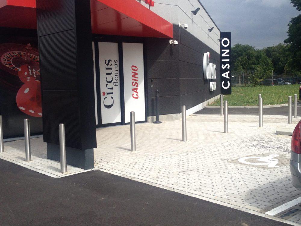 Constructions Louwet SA - Construction de magasin dans la province du Hainaut - Winkelbouw - Bouwen van winkel gebouwen in de provincie Henegouwen - Construction métallique - Metaalbouw - Colonnes métallique - Stalen kolommen